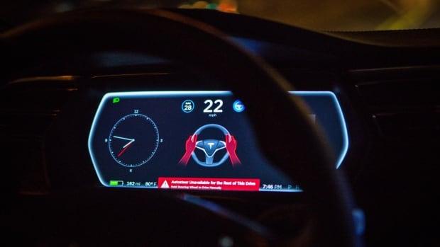 ABD, durdurulan acil durum araçlarıyla 11 kazadan sonra Tesla'nın otopilot sistemini araştırıyor