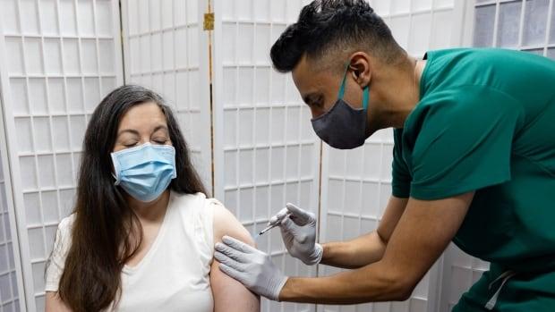 ABD'li uzmanların 2. atıştan 8 ay sonra COVID-19 aşı takviyesi önermesi bekleniyor
