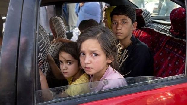 Daha fazla şehir düşerken Taliban kuzeydoğu Afgan saldırısını tamamladı