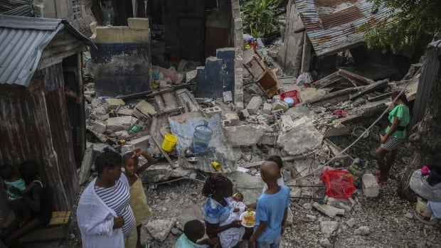 Haiti depreminde ölenlerin sayısı 700'ü aştı, kurtarma ekipleri hayatta kalanları arıyor