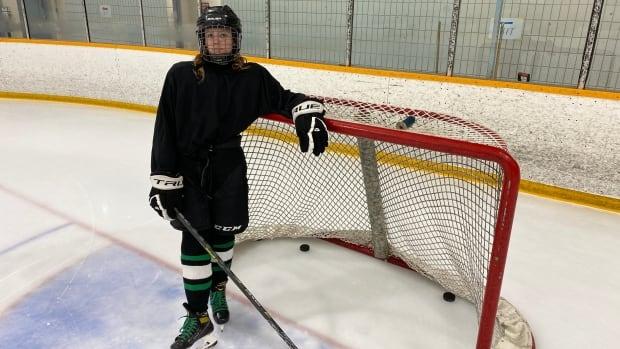 Sask'ta 12 yaşındaki kızın hokey oynaması yasaklandı. Soyunma odası tartışması nedeniyle belediye