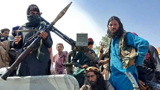 Taliban Kabil'e girdi, cumhurbaşkanının Afganistan'dan kaçtığı bildirildi