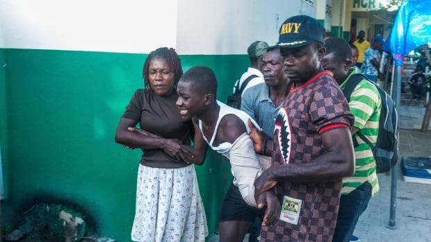 Ülkeler tropikal depresyona hazırlanırken Haitililer deprem kurbanlarına yardım etmek için mücadele ediyor Grace