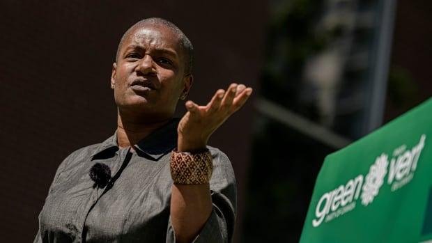 Yeşil Parti, federal seçimler devam ederken ulusal kongreyi erteledi